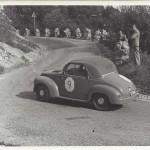 1953 - Il padre di Paolo Rampini con una FIAT 500 C in una gara in salita.
